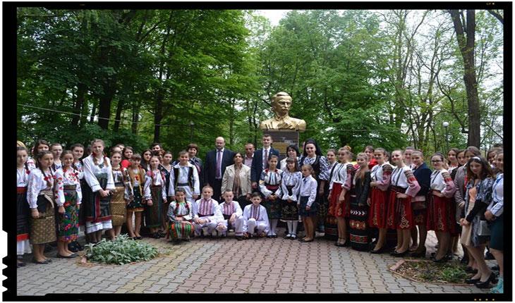 """FESTIVALUL INTERNAŢIONAL """"MOŞTENITE DIN STRĂBUNI"""", FOTO: Zorilebucovinei.com"""