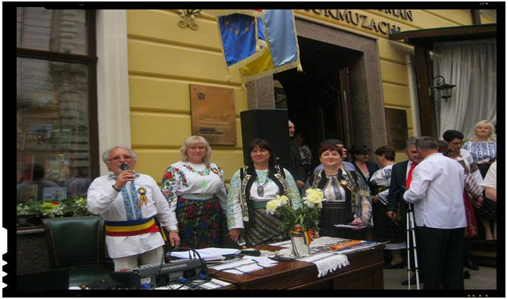 Parada portului popular românesc la Cernăuţi, FOTO: ZorileBucovinei.com