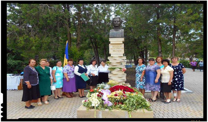 Bust al poetului Dumitru Matcovschi inaugurat in satul sau natal, Vadul-Rașcov, Foto: www.facebook.com/ion.n.ursu