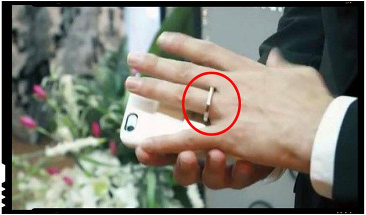 O lume nebuna, nebuna! Un barbat s-a casatorit in Las Vegas cu propriul telefon!