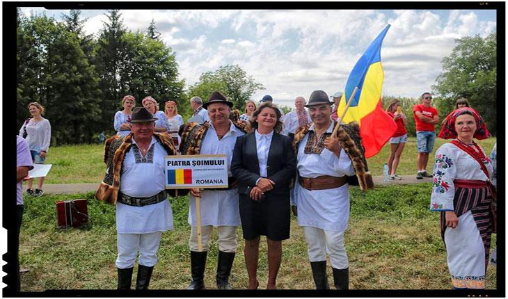 """LA CERNĂUŢI S-A DESFĂŞURAT CEA DE-A 27-A EDIŢIE A FESTIVALULUI """"ÎNTÂLNIRI BUCOVINENE"""", Foto: zorilebucovinei.com"""