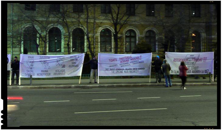 """""""Spontaneitatea"""" protestului din Piata Victoriei, deranjata de mesajele unor romani indreptate impotriva intregii clase politice"""