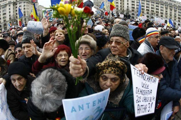 Miting organizat de Antena 3 a avut loc vineri, în Piaţa Constituţiei, Foto: adevarul.ro