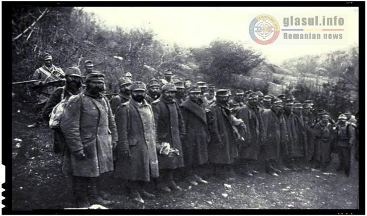 """In imagine, prizonieri de razboi austro-ungari in Romania din anul 1918 """"rezultati"""" in urma Primului Razboi Mondial. Tânguirile și frustrările necontenite ale Ungariei fată de neputinta de a stăpâni pamânturi românești"""