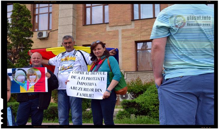 Iesenii au manifestat in semn de solidaritate cu situatia doctoriței Camelia Smicala, Foto: Fandel Mihai