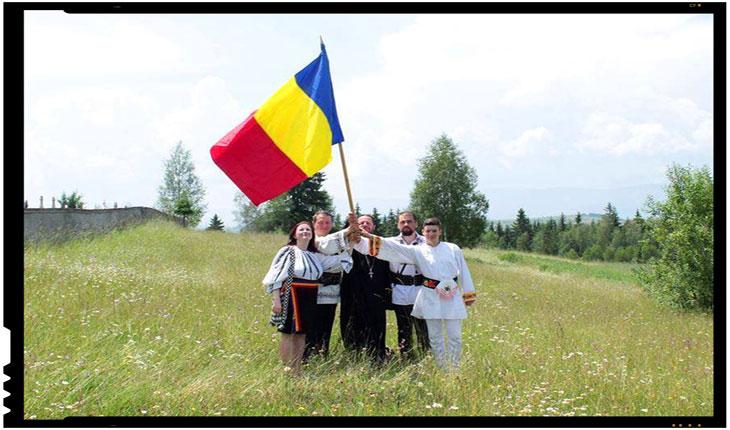 """Satul Livezi, Harghita, prezent la Șezătoarea Românilor din Covasna și Harghita """"Femeile din Ținutul Căciularilor cos ie"""", Foto: Mihai Tirnoveanu"""
