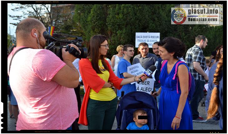 Evenimentul a starnit foarte putin interes din partea presei mainstream, fiind prezenta in Piata Unirii doar o echipa a televiziunii Digi24.