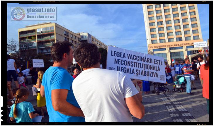 Protest impotriva vaccinarii obligatorii: Legea vaccinarii este neconstitutionala,ilegala si abuziva, Foto: Fandel Mihai