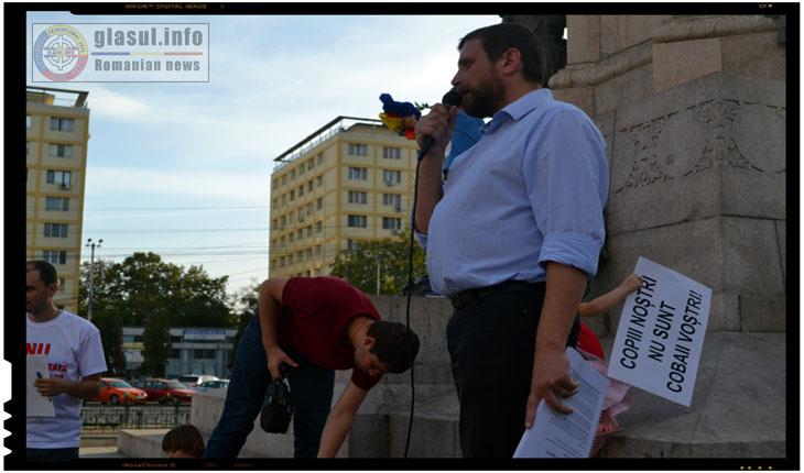 A fost invitat sa preia cuvantul doctorul sucevean Mircea Puscasu, care s-a recomandat ca fiind si reprezentant al AsociatieiBucovina Profundă.