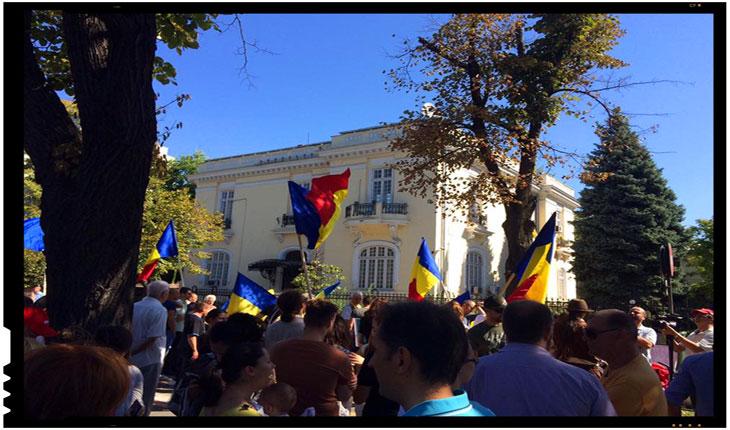 Românii din Ucraina multumesc pentru sprijinul din Țară MULŢUMIM PENTRU PROTEST, Foto: facebook.com/Neamunit/