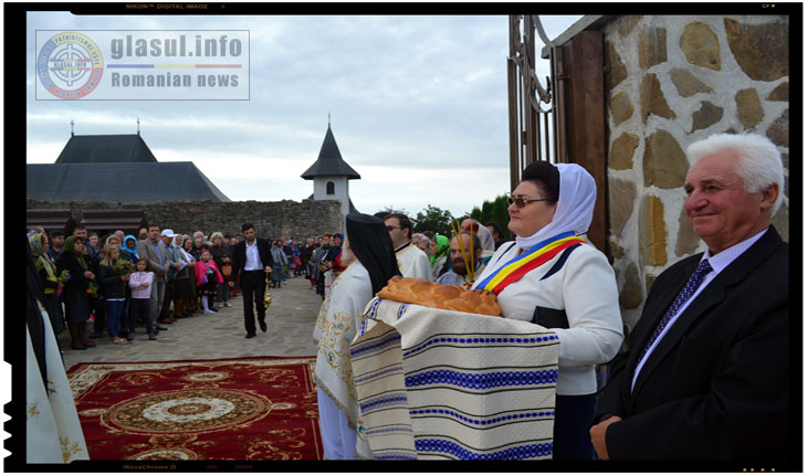 Un numar impresionant de pelerini a luat parte la hramul Manastirii Hadambu