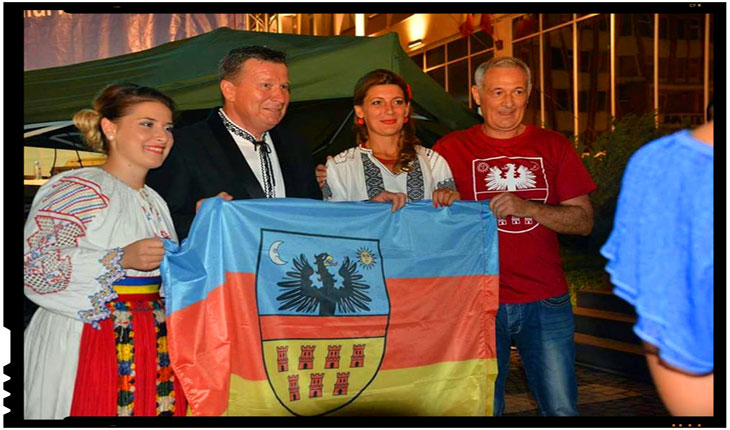 """Aurel Tămaș impreuna cu steagul """"otonomist"""" si secesionistul Mircea Daian"""