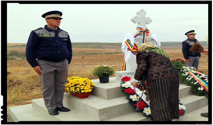 Exemplu de spirit civic la VASLUI: o bunicuta a ridicat pe banii ei un monument inchinat eroilor Patriei din cel de-al doilea Razboi Mondial, Foto: facebook.com/jenica.rusu