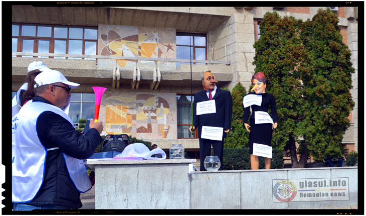 Protest al profesorilor in fata Prefecturii IASI, 02 octombrie 2017 - Liviu Dragnea si Olguta Vasilescu