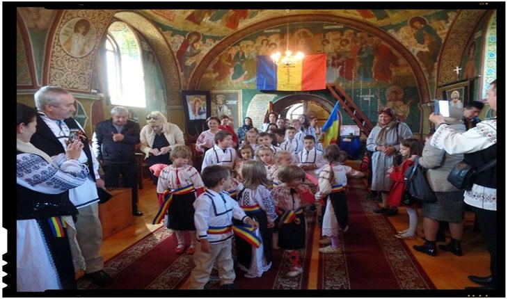 Ne-am îndeplinit misiunea de a-i înveșmânta pe cei 40 de copii ce merg la biserica ortodoxă păstorită de părintele Mihai, în straie naționale, Foto: Mihai Tirnoveanu