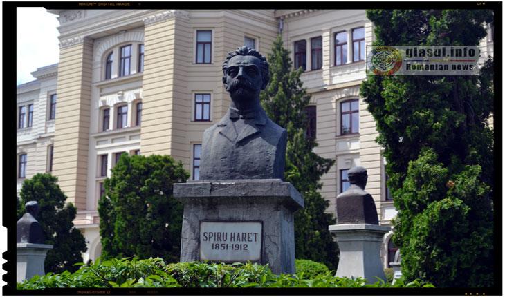 Statuia lui Spiru Haret din IASI, situata pe Bulevardul Carol I , langa Universitatea A. I. Cuza, Foto: Fandel Mihai
