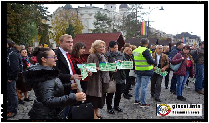 Camelia Gavrila, deputat PSD, participand la mitingul pentru Autostrada IASI - Tg. Mures, Foto: Fandel Mihai