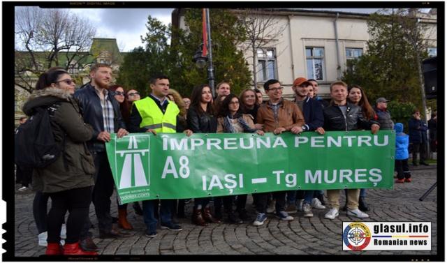Primarul orasului IASI, Mihai Chirica, sustinand mitingul pentru Atostrada IASI-Tg. Mures, Foto: Fandel Mihai