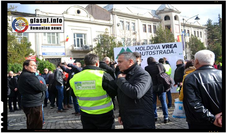 Deputatul PMP Petru Movilă participand la m,itingul pentru Autostrada IASI - Tg. Mures, Foto: Fandel Mihai