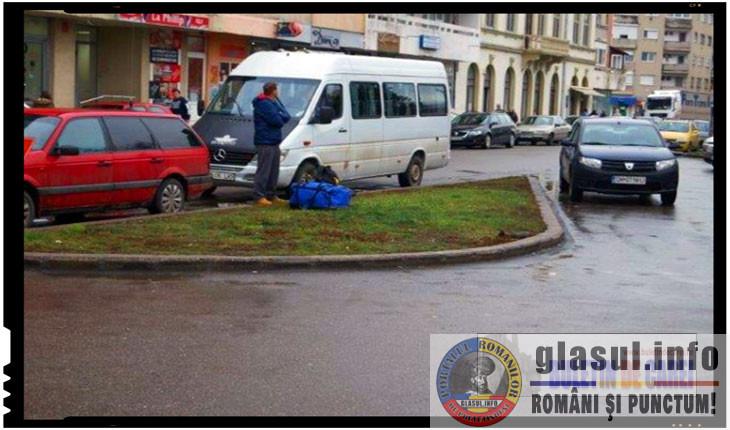 Antiromânism promovat la Carei judeţul Satu Mare. Monumentul foştilor refugiaţi şi expulzaţi din 1940 este impus în staţia de taxi din Carei, Foto: buletindecarei.ro