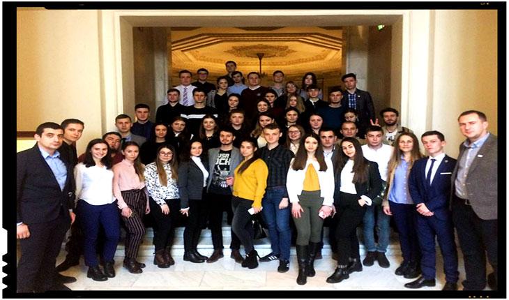 100 de stagiari din Basarabia la 100 de parlamentari în Anul Centenar, Foto: facebook.com/simion.georgenicolae