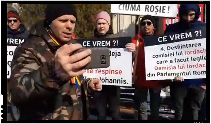 """Iesenii despre protestul lui Malin Bot si a Cetei lui Geaca Rosie: """"Daca nu musca, lasati-i sa latre maica..."""", Foto: facebook"""