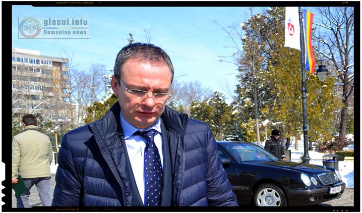 """Scenetă caragialiană: """"Da, aşa, dacă e trădare, adică dacă o cer interesele partidului"""" - Gabriel Harabagiu, tradat de consilierii lui Mihai Chirica?"""