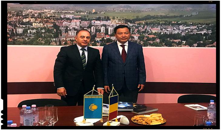 Intalnire între Primarul orașului Targul-Mureș, Dorin Florea si Ambasadorului Republicii Kazahstan în Romania, Daulet Batrashev, Foto: facebook.com/pg/KAZEMBRO