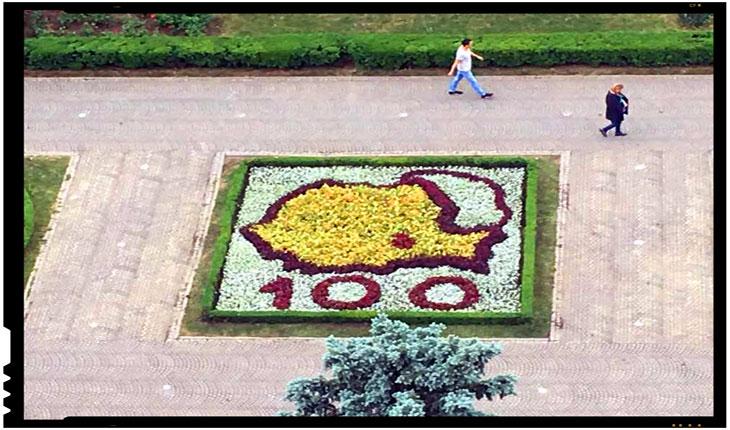 De ani buni, Ploieștiul este unul dintre cele mai importante centre ale unionismului din România: o hartă a României reunită cu Moldova a fost realizată din flori, Foto: facebook / Mircea Cosma