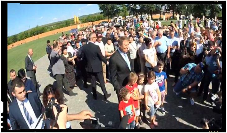 Și-a început Klaus Iohannis campania electorală?, Foto: captura video facebook / alba24.ro