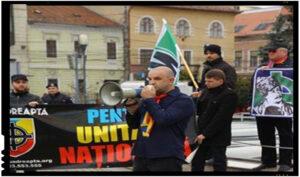 """Naționaliștii români avertizează: """"Foarte puțină lume a sesizat că au fost admise și câteva amendamente depuse de UDMR ce fac ca limba maghiară să devină (în unele localități) LIMBĂ OFICIALĂ"""""""