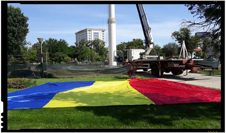 La Iași catargul înalt de 41 de metri este gata! Se fac ultimele pregătiri pentru arborarea unui imens tricolor românesc
