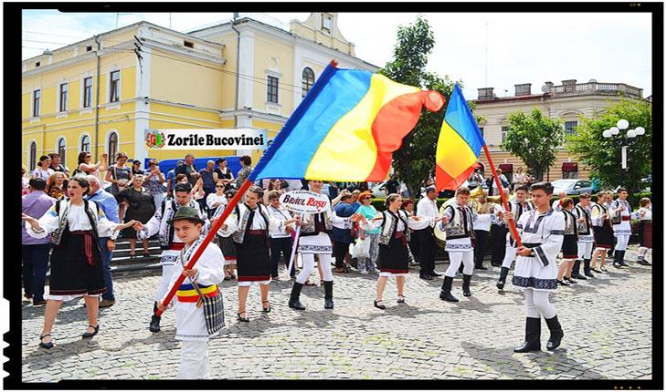 """""""HORA UNIRII"""" - LA FESTIVALUL """"ÎN GRĂDINA CU FLORI MULTE"""", Foto: ZorileBucovinei.com"""