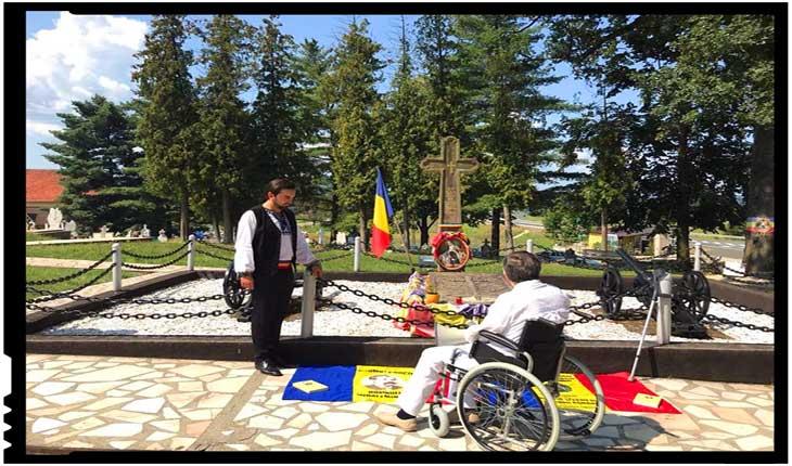 Protest din scaunul cu rotile în fața guvernului...!Memorandum trimis Premierului României, Președintelui Klaus Johannis, Presei și Jandarmeriei Române...!, Foto: facebook.com/laurian.stanchescu