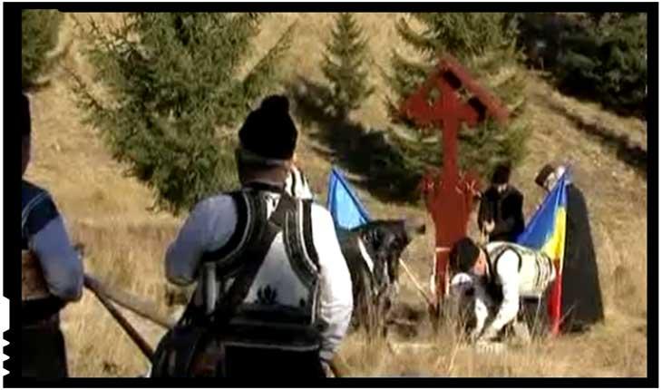 Troiță pentru eroi în munții Călimani, Foto: TVR 1