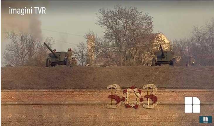 Imediat după cadrele TV în care președintele României își ținea lopata de mână pe piept, iar de undeva pe înalțimile Cetății Alba Iulia erau trase sale de tun, pe zidul cetății apărea ostentativ cifra 303, Foto: Publika.md, preluare TVR