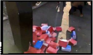 În semn de protest față de corupția UE, avocații dintr-un oraș francez și-au aruncat cărțile de drept!, Foto: facebook