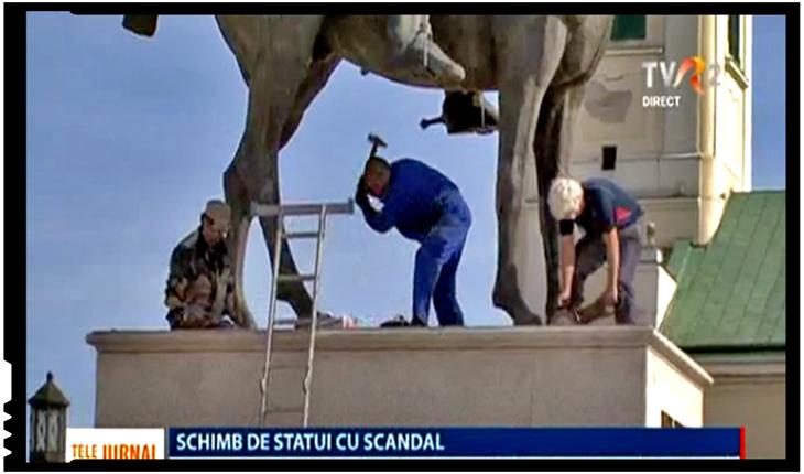 La Oradea n-a fost de ajuns să-l taie cu faiul și să-l dea jos pe Mihai Viteazul! Acum s-au apucat și să-l batjocorească!, Foto: TVR 2