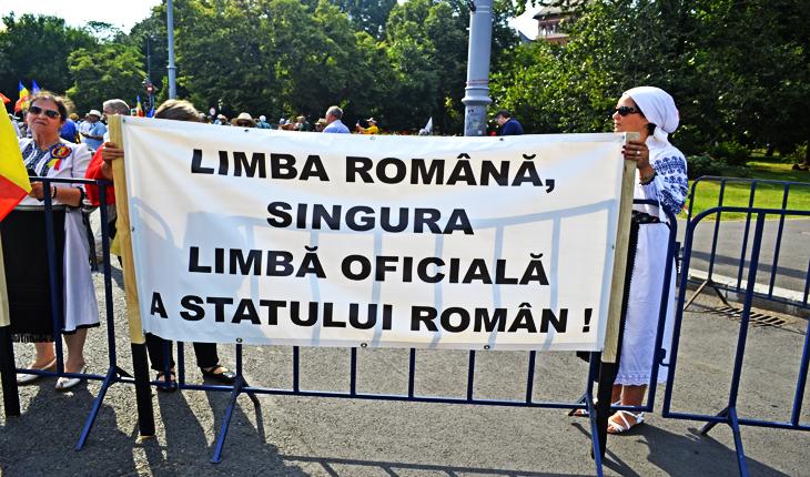 Limba română, singura limbă oficială a statului român!
