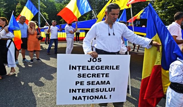 Mesajele pentru trădătorii din Guvern, promovate la protestul împotriva Codului Administrativ