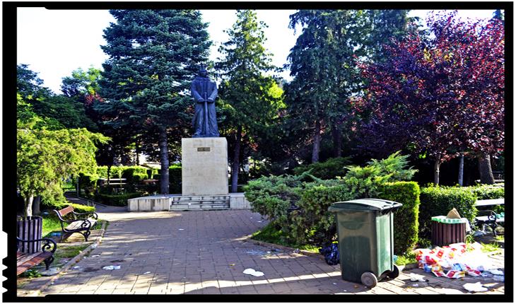 Statuia lui Ștefan cel Mare din Piatra Neamț
