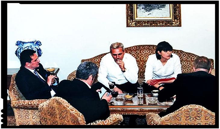 În România în care Kovesi își lustruia fundul pe canapeaua lui Oprea, oamenii sunt împușcați în fața sediului SRI!?, Foto: activenews.ro