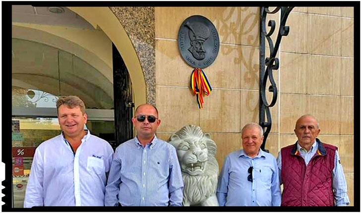 """Donație inedită: Societatea Cultural-Istorică """"Mihai Viteazu"""" a donat o efigie din bronz complexului Leul de Aur din Sebeș, Foto: Facebook / Mircea Cosma"""