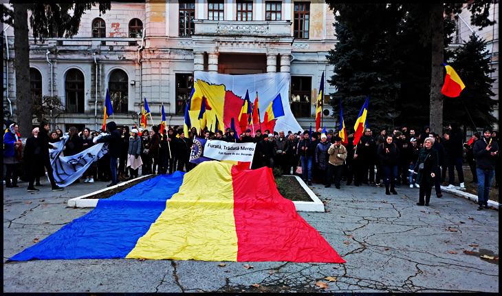 """clădirea Sfatului Țării, de pe strada Alexei Mateevici, locul unde s-a votat """"unirea pe vecie"""" cu România."""