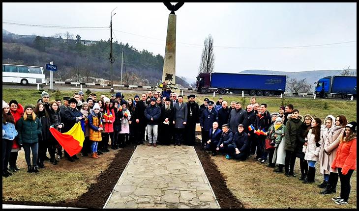 Monument al eroilor români din Primul Război Mondial, distrus de sovietici, refăcut și inaugurat la Rezina în Republica Moldova, Foto: Facebook / Primaria Rezina