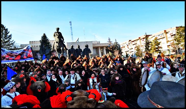Dansează Ursul Românesc, de peste 2000 de ani dansează. Pe 24 Ianuarie, Urșii din Dărmănești au trecut Carpații pentru a ajunge la Sfântu Gheorghe, Covasna