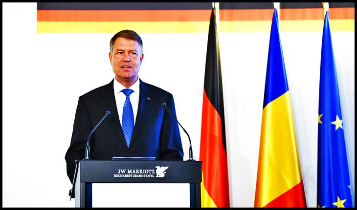 """""""Ziua Unității Germane"""", atunci când Iohannis își rânjește cu poftă fasolea până la urechi, de parcă ar fi un soi de dovleac scobit de Halloween"""