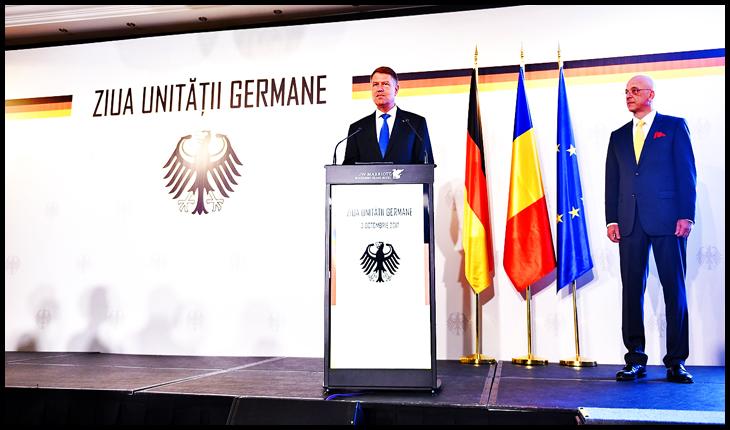 """""""Ziua Unității Germane"""", atunci când Iohannis își rânjește cu poftă fasolea până la urechi, de parcă ar fi un soi de dovleac scobit de Halloween, Foto: presidency.ro"""