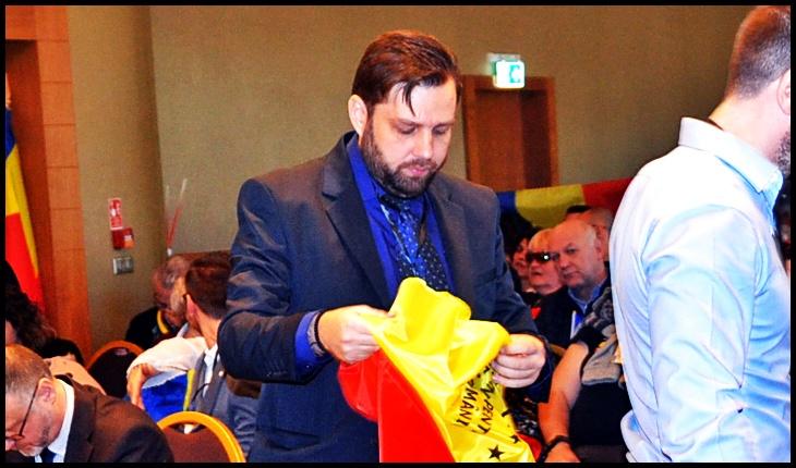 Alexandru Florian Săraru, profesorul care îi meditează gratuit pe copiii din familii sărmane