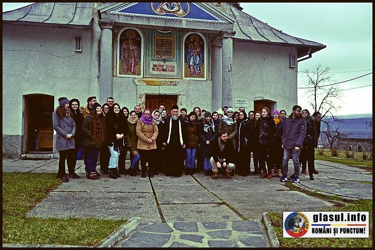 """La Manastirea Bixad, un loc încărcat de istorie, un loc trecut prin grele încercări de-a lungul veacurilor, cu prigoană împotriva ortodoxismului și a românismului deopotrivă. Un loc în care crucile strigă pentru nedreptatea celor jertfiți doar pentru """"vina"""" de a se fi născut români pe aceste locuri."""